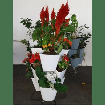 horta vertical miuda branca e outras com plantas